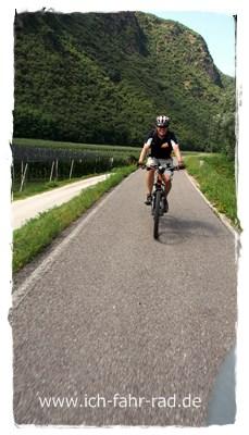 Fahren auf flachen Strecken in Südtirol